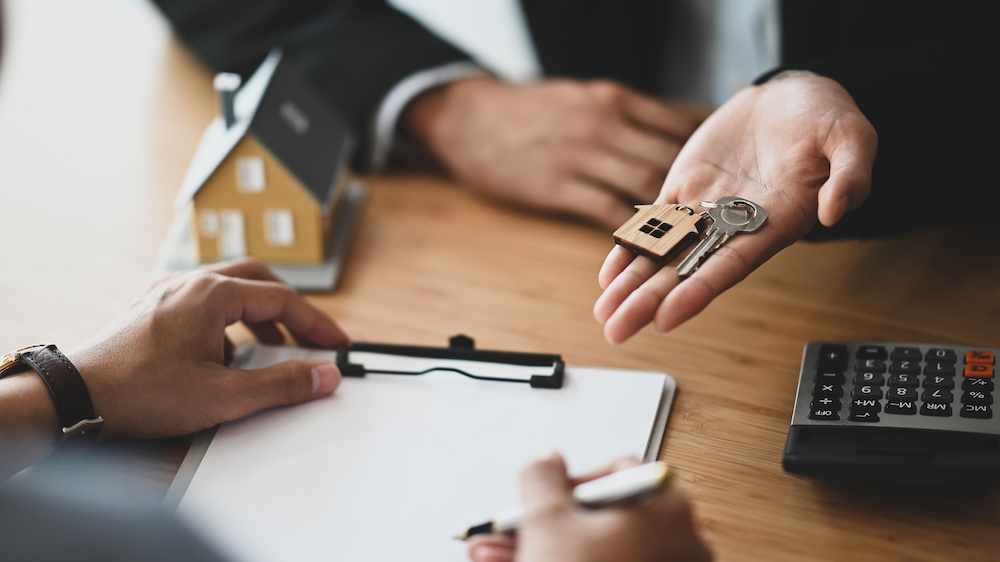 Prism Realty - The Pros and Cons of Short-Term Leases - Best Austin Property Manager - Prism Realty Management - Property Management Tips